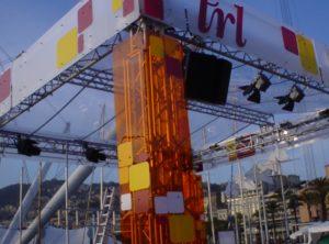 Rivestimento palco in acciaio supermirror e plexiglass